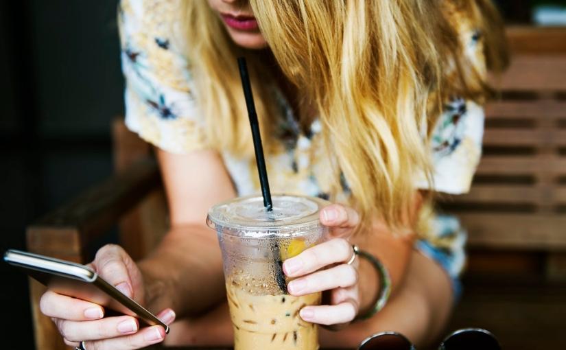 趨勢分析 – 已經無法脫離智慧型手機?現在許多人興起試圖擺脫低頭族壞習慣的活動