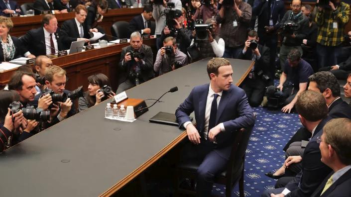 趨勢分析 – 臉書執行長 Mark Zuckerberg 安然度過聽證會,凸顯政府對科技圈的知識鴻溝